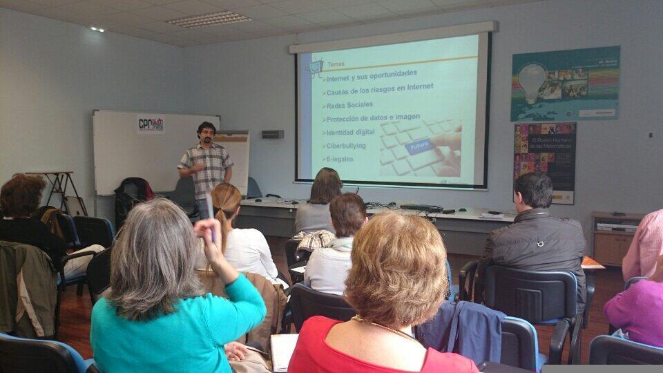 Docentes de Gijón participan en capacitación de PantallasAmigas para la prevención del ciberbullying