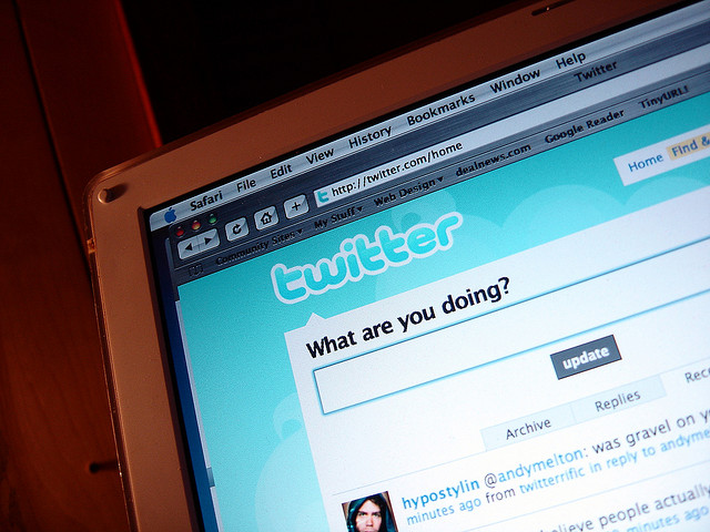 Twitter-menor-detenido-fotos-desnuda-compañera-red-pantallasAmigas-PeteryTuiter