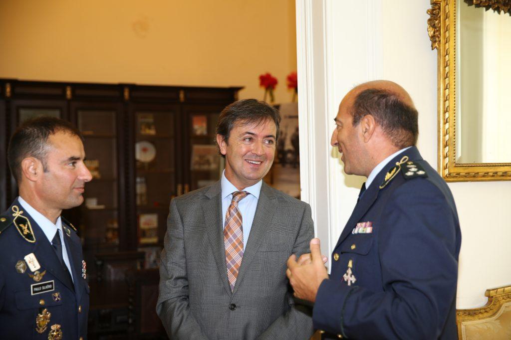 Un momento de la visita a las dependencias del Cuartel General