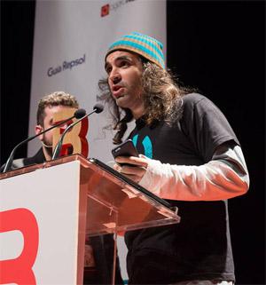 Chema Alonso,ganador del Premio a Mejor Blog de Seguridad Informática, recogiendo su premio en 2014