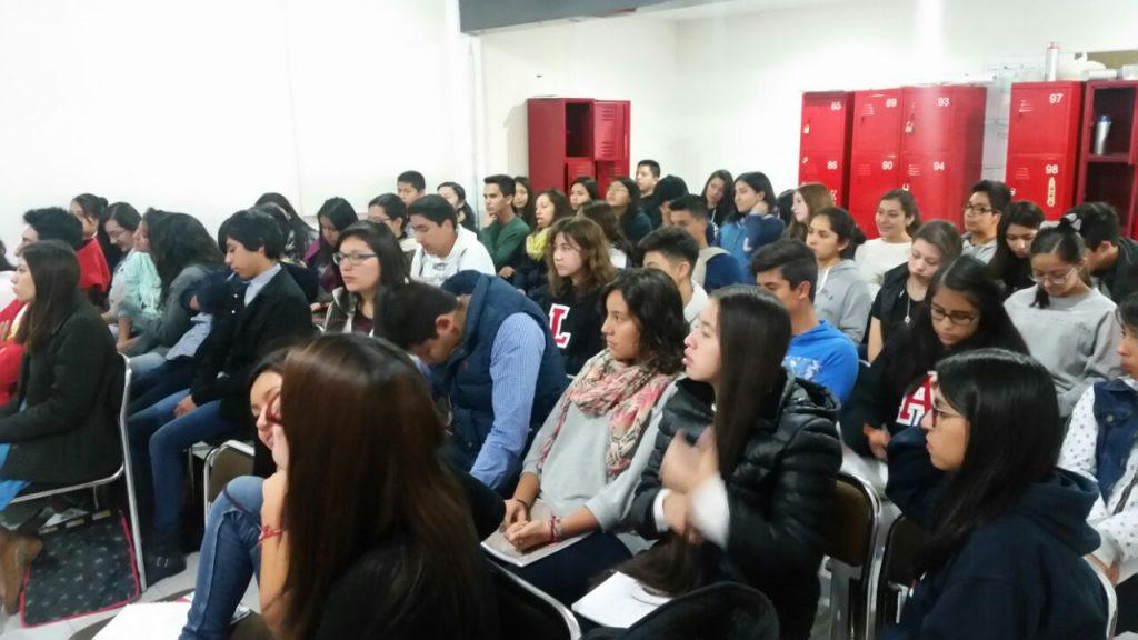 Alumnado de la prepa escucha recomendaciones de PantallasAmigas en materia de privacidad online