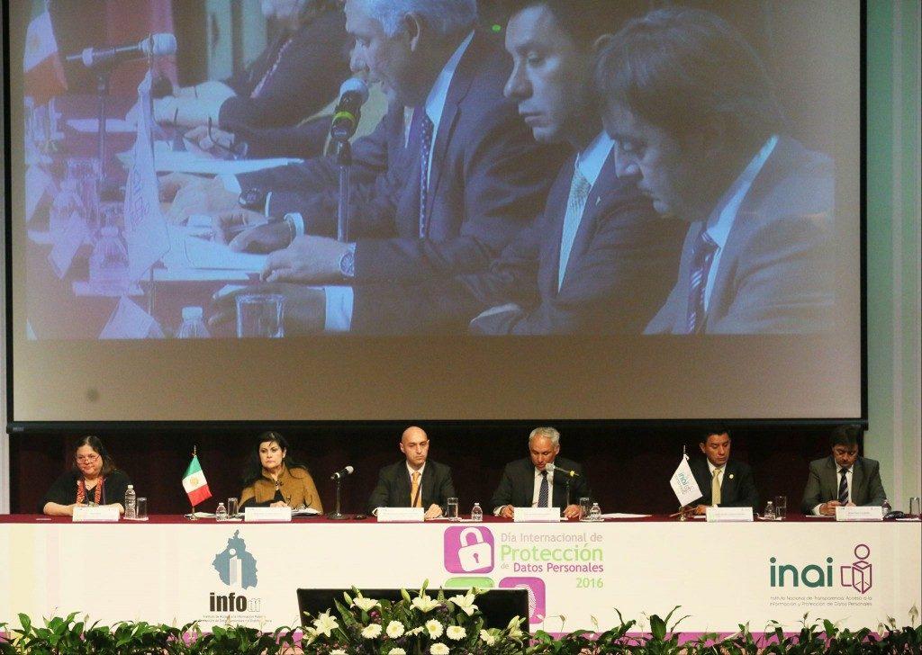 Jorge Flores, Fundador y Director de PantalasAmigas, proponiendo el concepto de coprivacidad durante el Día Internacional de Protección de Datos Personales organizado por el Instituto Nacional de Transparencia, Acceso a la Información y Protección de Datos e InfoDF en México
