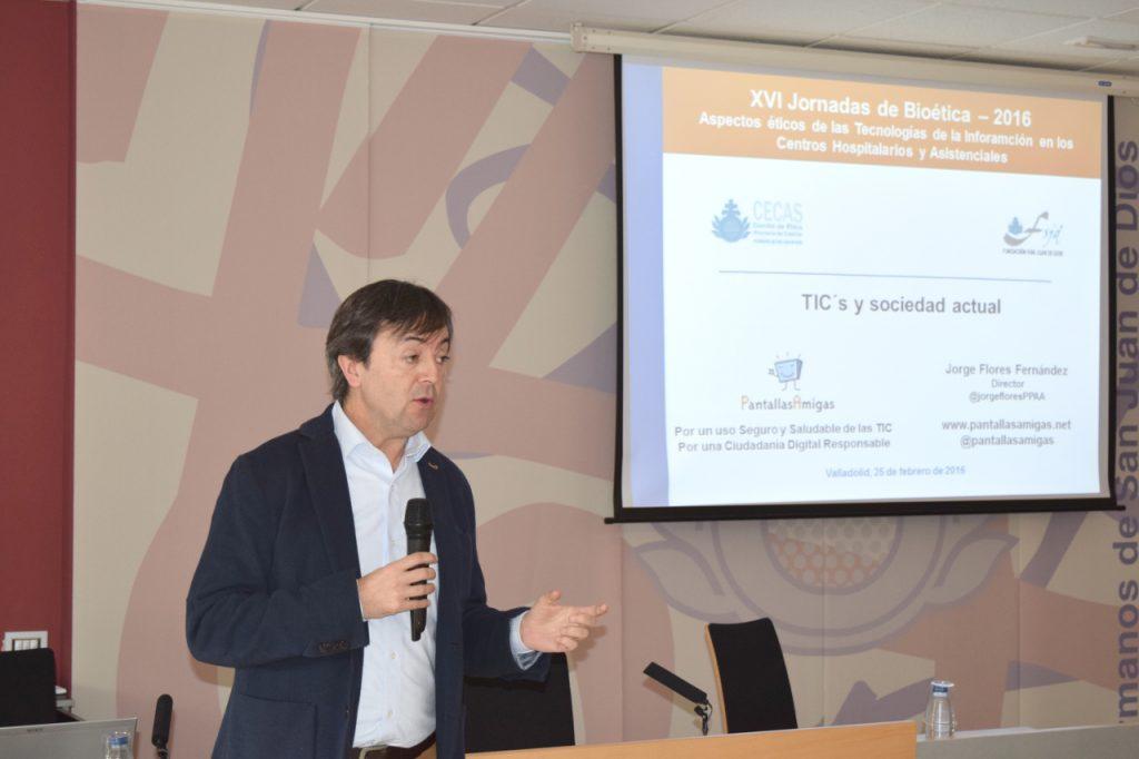Jorge Flores durante exposición sobre TICs y la sociedad actual en Jornadas de Bioética Valladolid